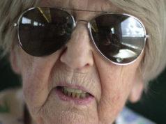 Dagny Carlsson, 104, är en riktig kämpe!